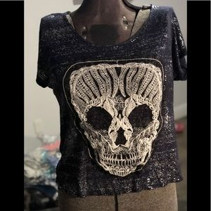 Embroidery skull and shimmer on navy blue t